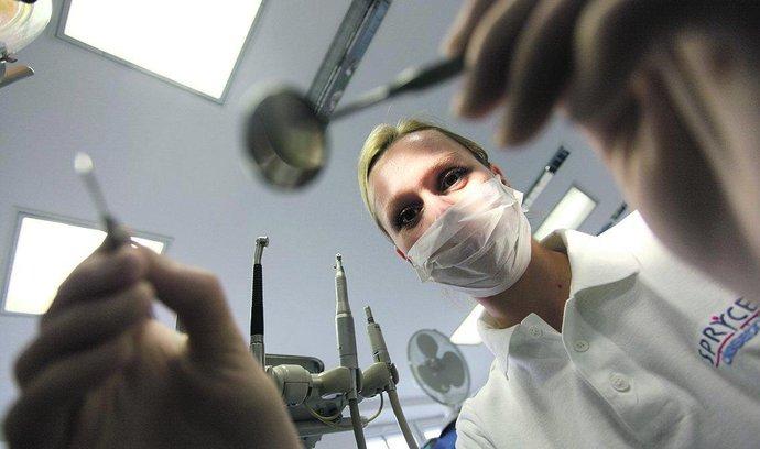 Každý desátý zubař je z Ukrajiny. Teď budou muset projít zkouškou v češtině