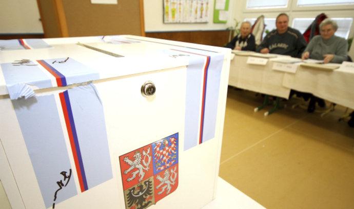 Povolební situaci určí nerozhodnutí voliči. Poslední modely stále favorizují ANO