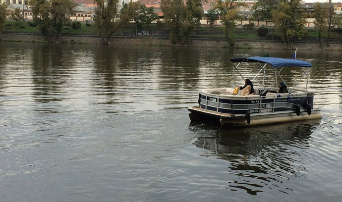 Převoznictví ožívá. Přes Vltavu přepluly statisíce pasažérů