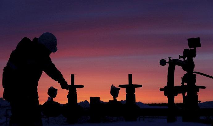 Klid na trhu s ropou dlouho nevydrží, předpovídá IEA