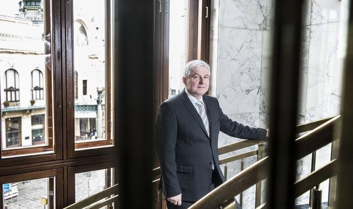 Rusnok byl zvolen evropským bankéřem roku. Za způsob ukončení intervencí