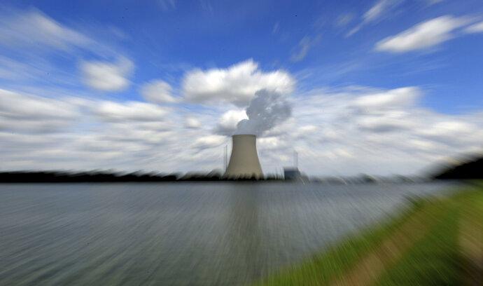 Británie si komplikuje stavbu nových jaderných elektráren
