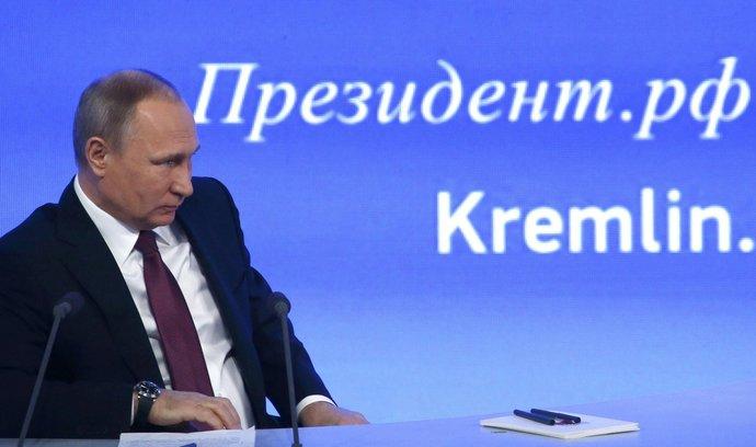 """Putin při odhalení """"Zdi nářků"""" odsoudil stalinské represe"""