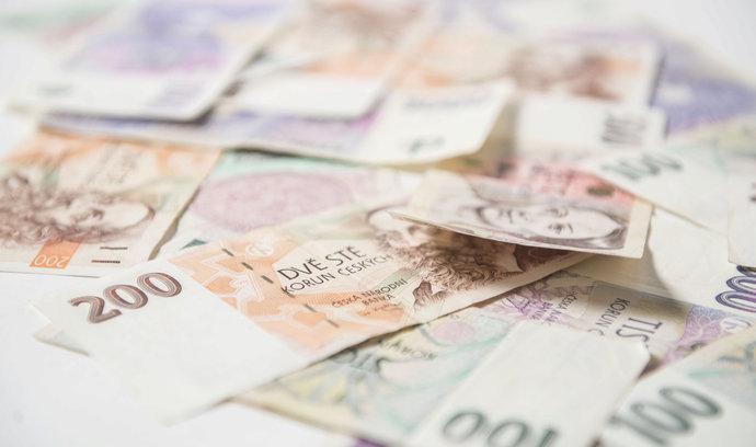 Průměrný český investor do fondů letos skončil ve ztrátě, ukazuje index