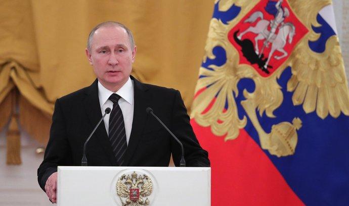 Dětství jsem strávil na ulici, mým cílem byla KGB, svěřil se Putin americkému režisérovi