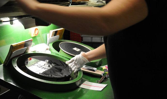 Český výrobce vinylových desek koupil továrnu ve Francii