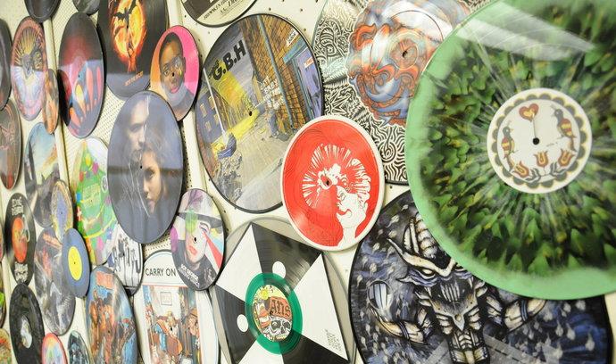 Popularita vinylů roste. Málokdo ale desky skutečně poslouchá
