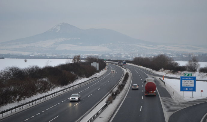 Dálnice D8 by měla být plně v provozu na konci září, řekl Ťok