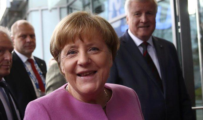 Mayová a Trump se už těší na Macrona, ten se ale chystá nejprve za Merkelovou