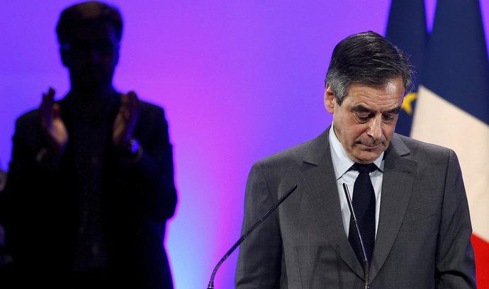 Skandál po francouzsku. Kandidát na prezidenta Fillon měl dostat oblečení za milion korun