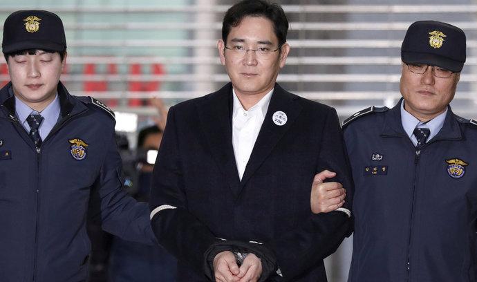 Prokuratura chce poslat šéfa Samsungu na dvanáct let do vězení