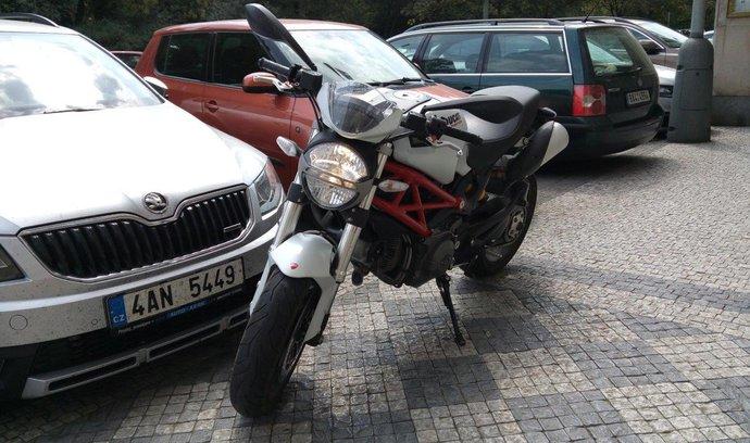 Konec parkovacích karet vcentru, Praha 1 zavádí nový systém