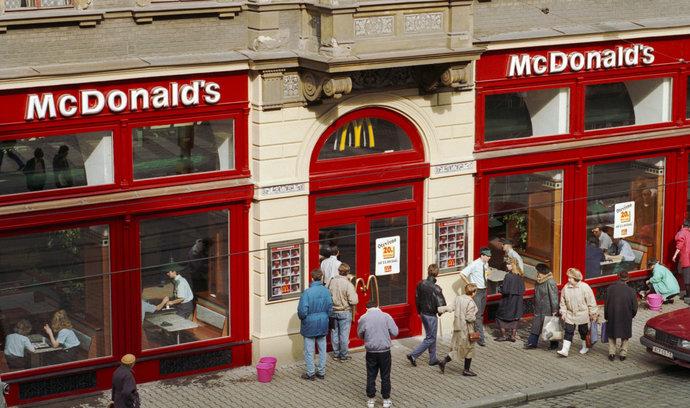 Od konce reálného socialismu k hipsterům. Před čtvrtstoletím v Česku otevřel první McDonald's