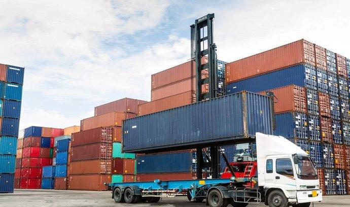 Zahraniční obchod zklamal, prohloubil se deficit s ropou