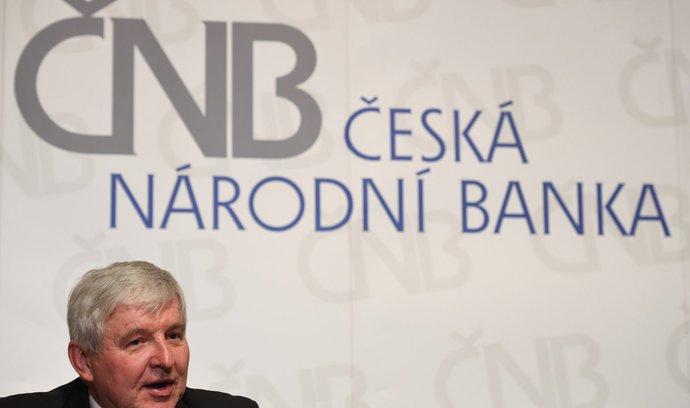 ČNB se po letech intervencí začala zbavovat eur