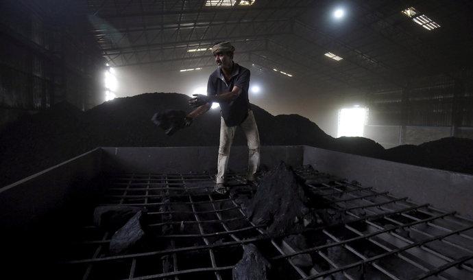 Indie jde proti proudu. Vsadí na uhlí i v příštích 30 letech