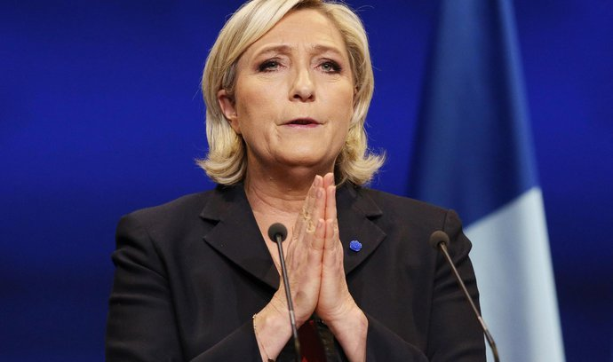Do voleb zbývají dva dny, Le Penová ztrácí čím dál víc