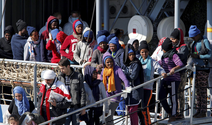 Ve Středozemním moři bylo od pátku zachráněno tisíce uprchlíků
