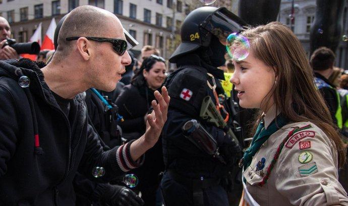 Zastaňte se oběti, neoslovujte útočníka, radí při rasistickém útoku odbornice na extremismus Scharnetzky