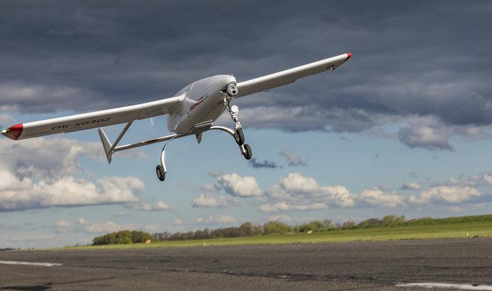 Český výrobce dronů se chlubí, že překonal rekord v délce nepřetržitého letu