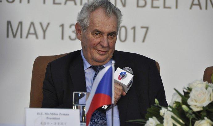 Průzkumy preferencí favorizují Zemana, prezidentské volby 2018 přesto mohou nabídnout drama