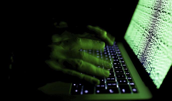 Američané zareagovali na sestřelení dronu, podnikli kybernetický útok na Írán