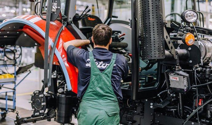 Českému exportu se daří, naopak průmysl a stavebnictví zpomaluje