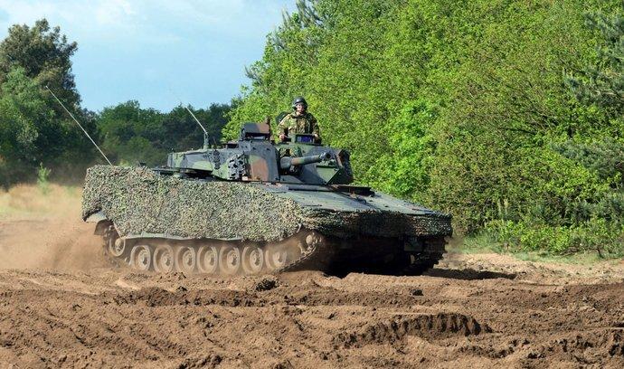 Armáda bude testovat nová obrněná vozidla za 50 miliard korun