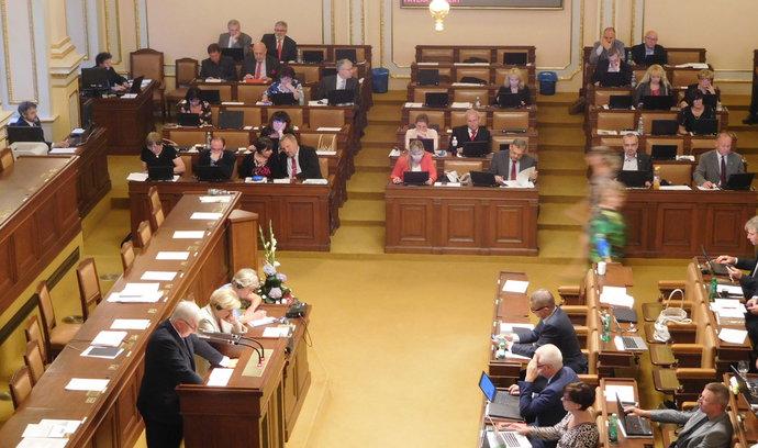 Poslance Novotného a Borku vydala sněmovna policii kvůli machinacím s evropskými penězi