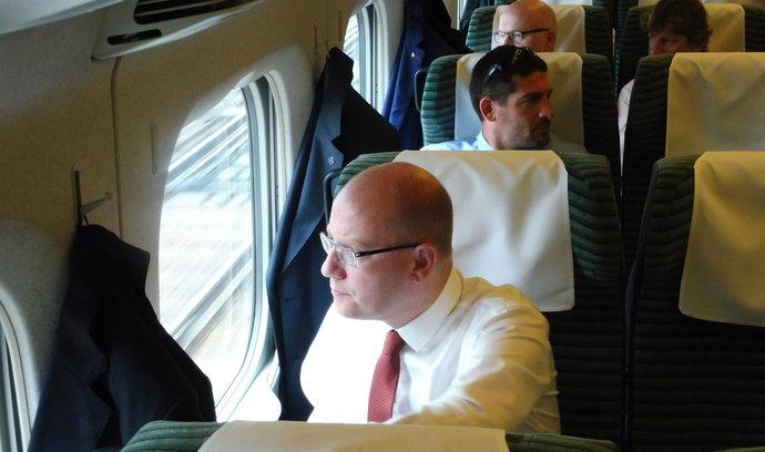 Sobotka v Japonsku obdivoval rychlovlaky, zemi chce s Českem spojit přímou leteckou linkou
