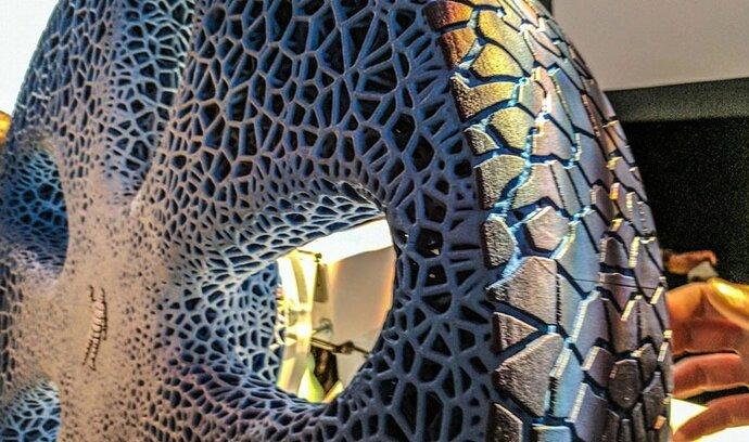 Michelin ukázal pneumatiky budoucnosti: Nepotřebují vzduch a využívají principu 3D tisku