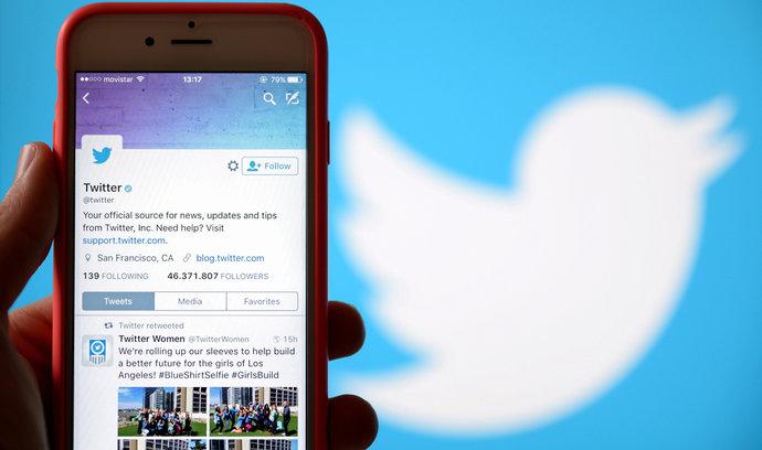 Twitter se dostal do zisku. Kvůli rušení falešných účtů mu ale klesl počet uživatelů