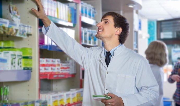S kontrolami má potíže stále více lékáren, bez problémů jich prošla jen polovina