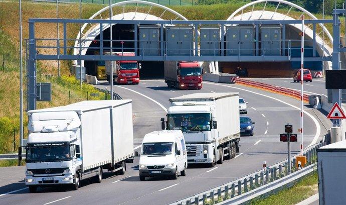 V Říčanech začal platit zákaz kamionů. Jsme obětí nedostavěného okruhu, říká starosta