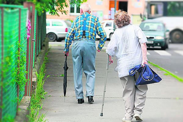 Od ledna budou vyšší důchody. O 475 korun