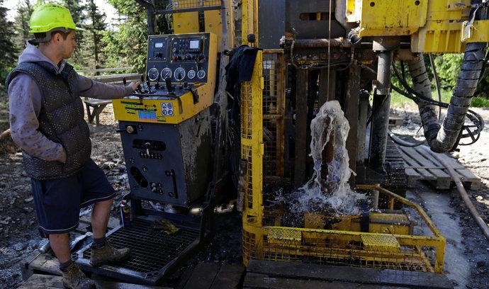 Nejhorší pro stát by bylo, kdyby těžba lithia na Cínovci vůbec nezačala, tvrdí studie Geometu