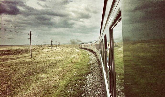 Takhle se jezdí po transsibiřské magistrále. Podívejte se, co lze zažít na nejdelší železnici světa