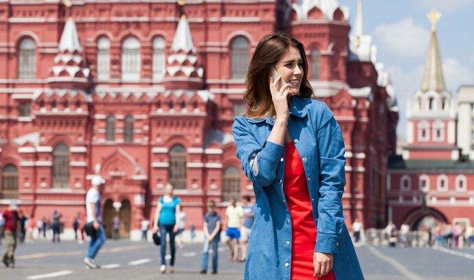 Rusové platí za roaming i na území vlastního státu. Úřady chtějí jeho cenu snížit