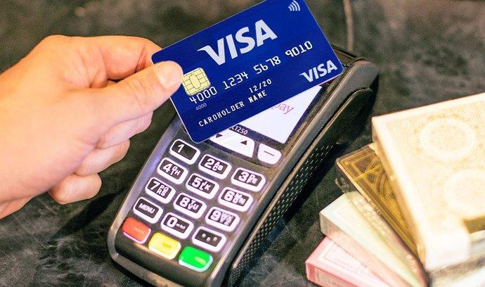 Nevozte do zahraničí zbytečně hotovost. Plaťte kartou
