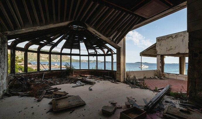 Chorvatsko, jak ho neznáte. Podívejte se na ruiny luxusního turistického rezortu nedaleko Dubrovníku