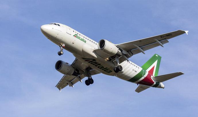 Dopravce Alitalia možná do soukromých rukou nezamíří, vláda si chce ponechat většinu