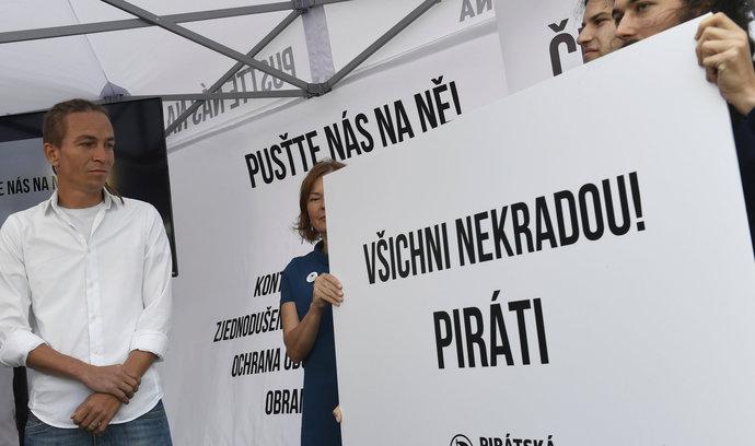 Komentář Martina Čabana: Volební pohádka opirátech