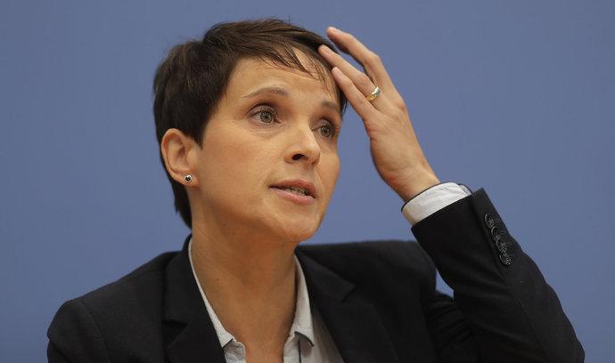 Bývalá předsedkyně AfD Petryová založila vlastní stranu. Chce konkurovat Merkelové