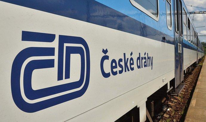 České dráhy s novým jízdním řádem zdražují. Levnější bude cestování pro velké skupiny