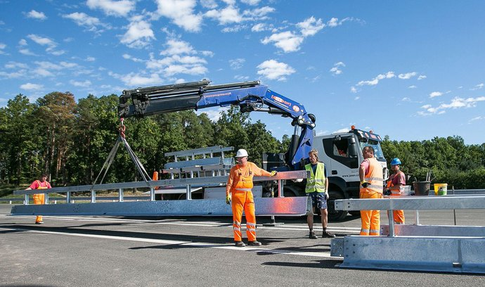 Poslanci schválili snadnější vyvlastňování, výstavba infrastruktury má zrychlit