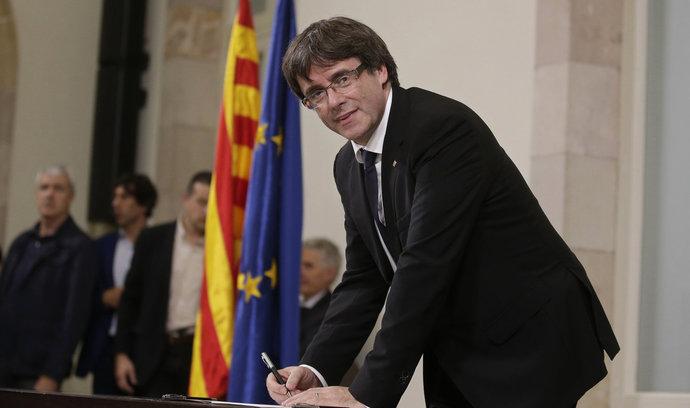 Španělská vláda zahájí kroky k obnovení ústavního pořádku v Katalánsku