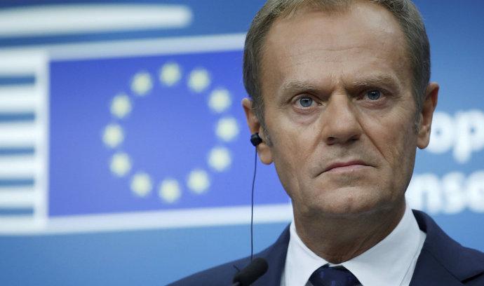 V přechodném období po brexitu mají pro Londýn platit unijní pravidla, navrhuje Tusk