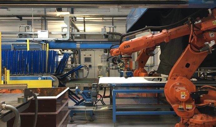 Moderní výrobě se daří i v bývalých Sudetech. Chudeřičtí autoskláři výrazně inovují provoz
