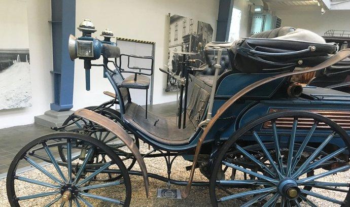 Retrostroje: Automobilismus v Čechách začal před 123 lety. Podívejte se, čím jezdil liberecký magnát