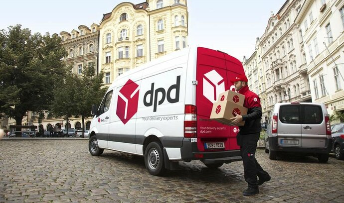 Vánoce se blíží, dopravci nestíhají. DPD nepřijímá nové zákazníky a ruší hotovostní platby